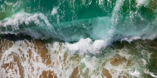 平静的湖面只有呆板的倒映,奔腾的激流才有美丽的浪花!